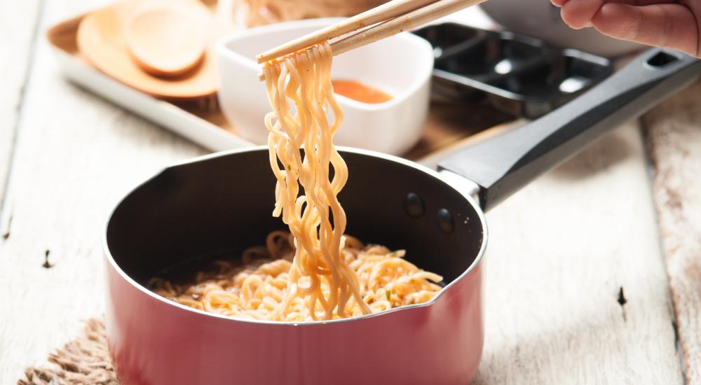 還在害怕泡麵中的防腐劑嗎?營養師教你 4 招健康吃泡麵!